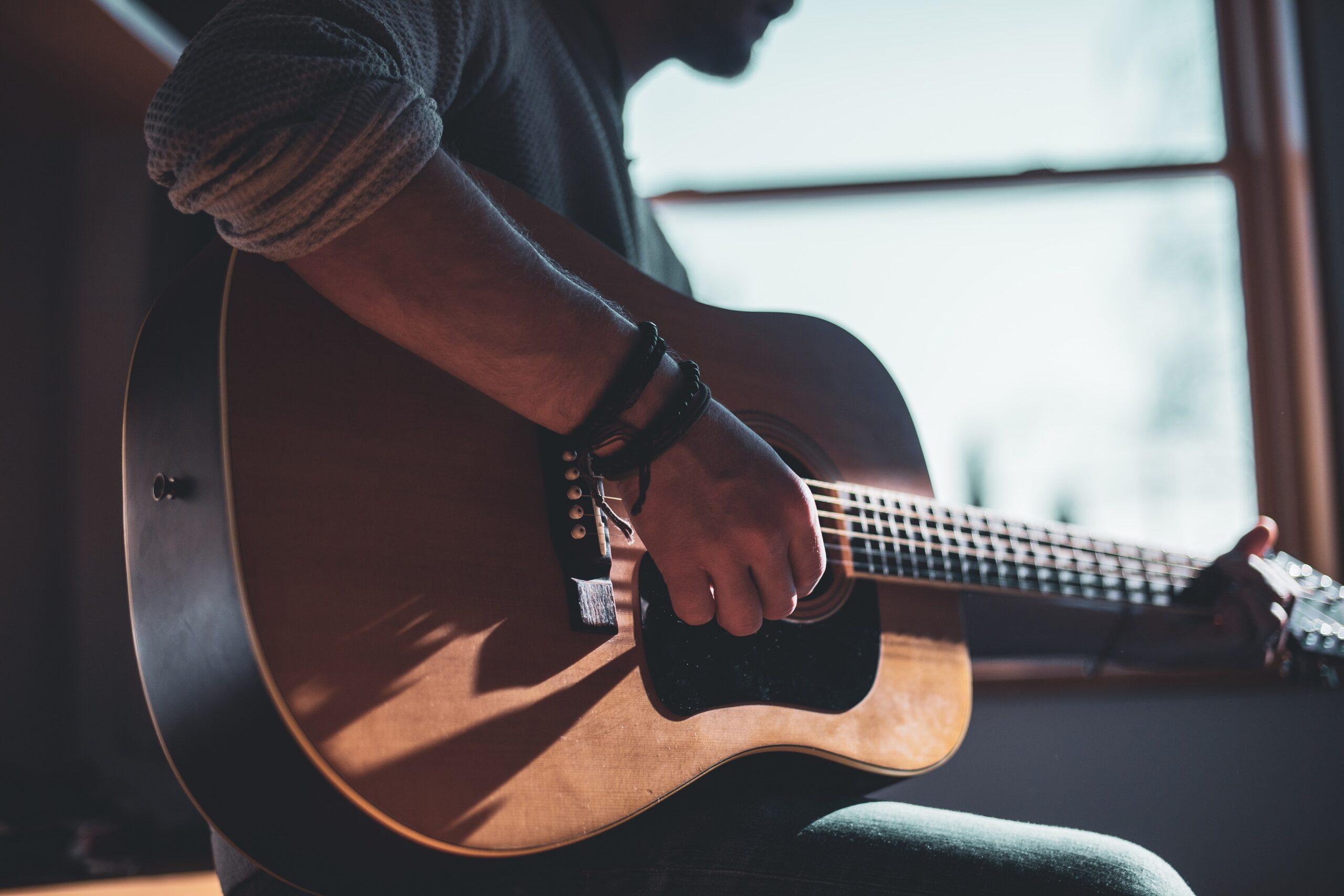 Jak wysłać gitarę kurierem? Poradnik w kilku krokach