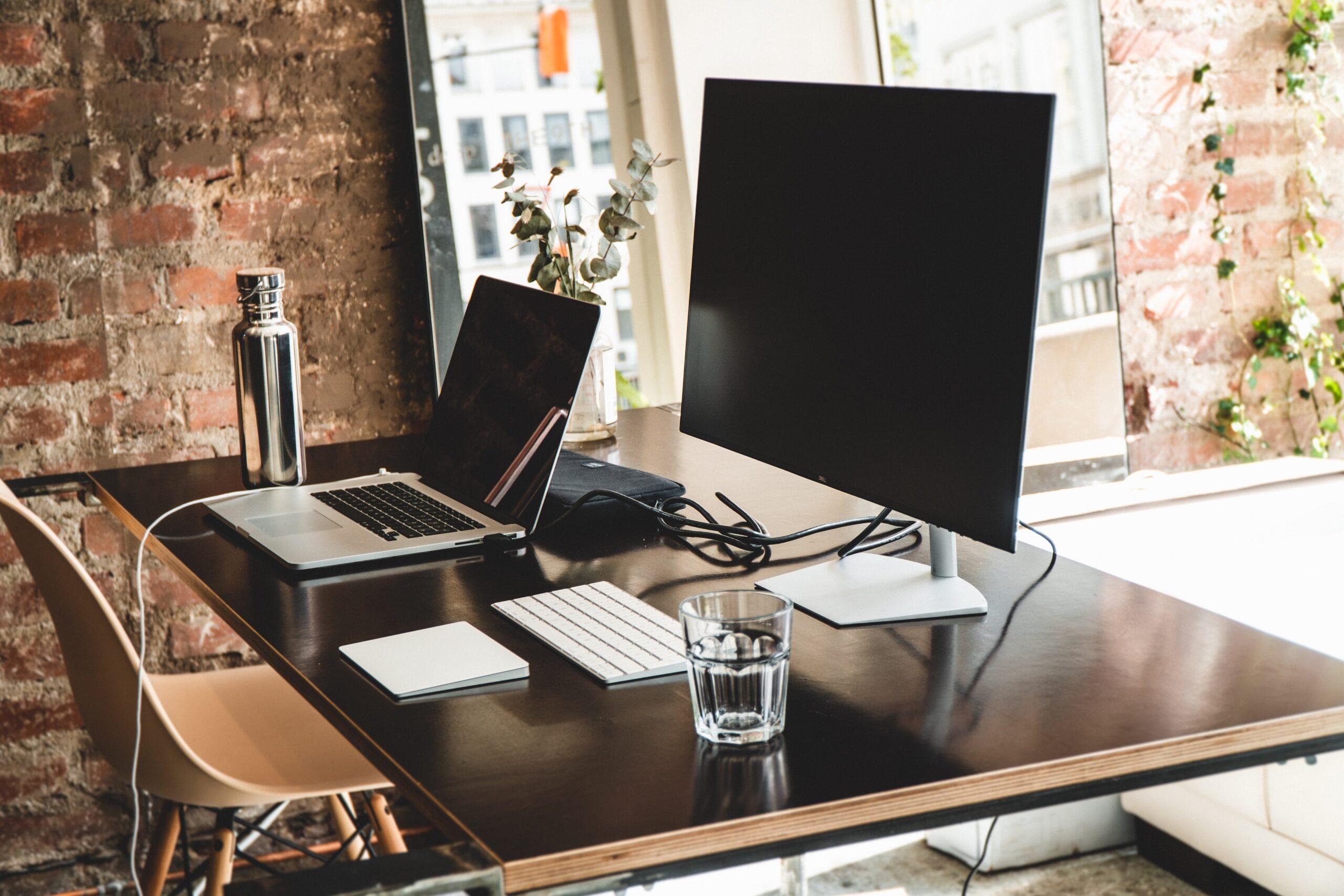 Jak wysłać biurko kurierem?