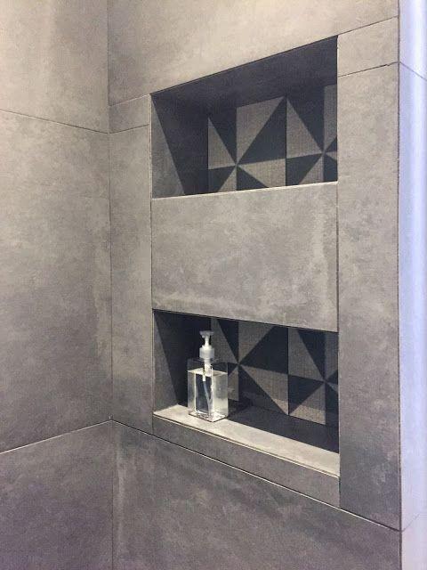 Touche graphique dans les niches de la douche