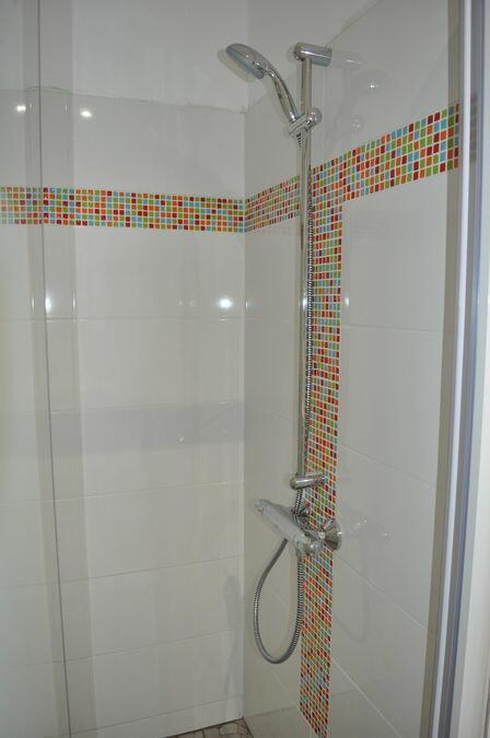 douche italienne mosaïque colorée