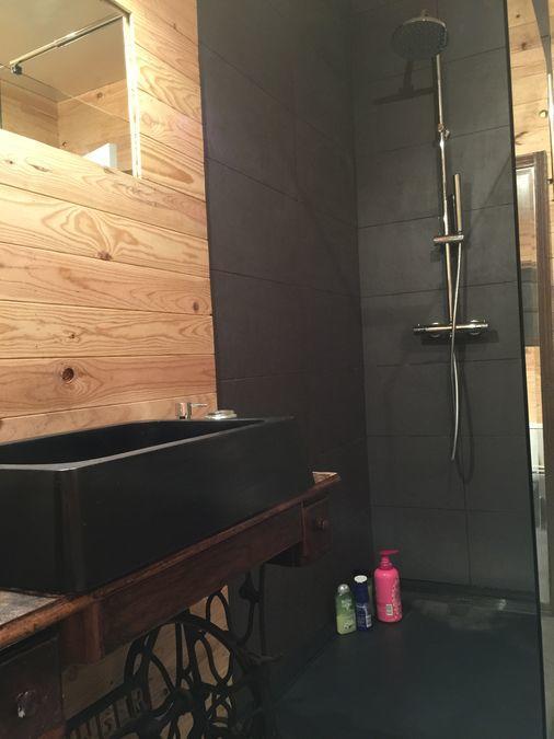 Douche italienne noire et bois