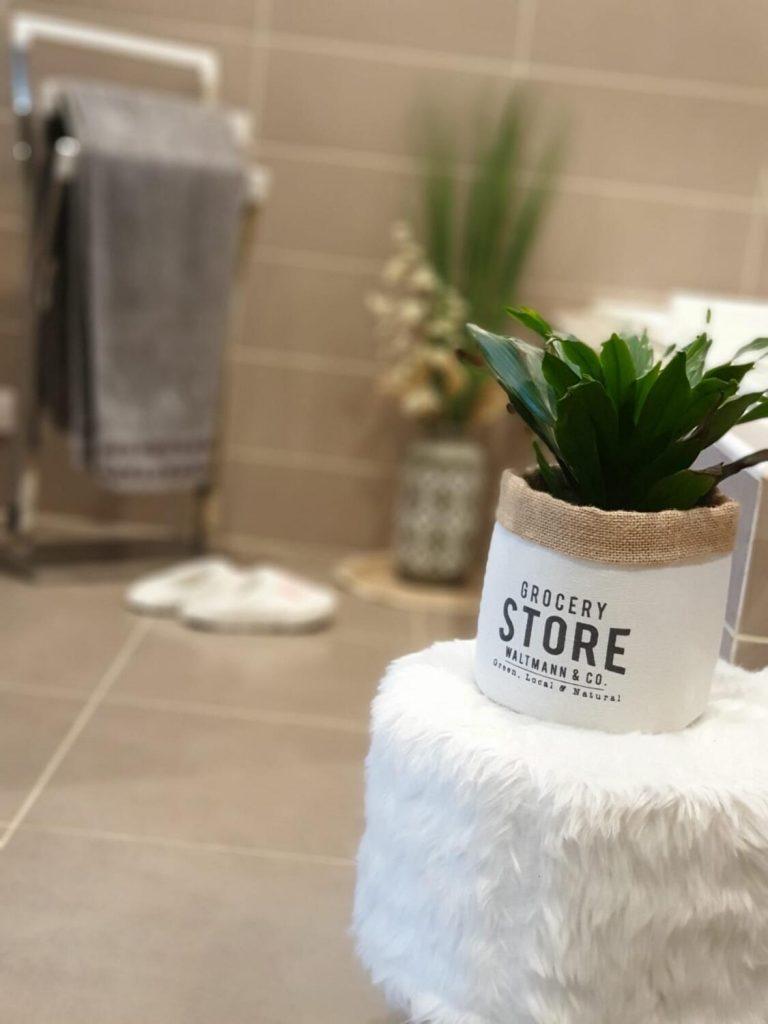 décoration salle de bain plantes vertes