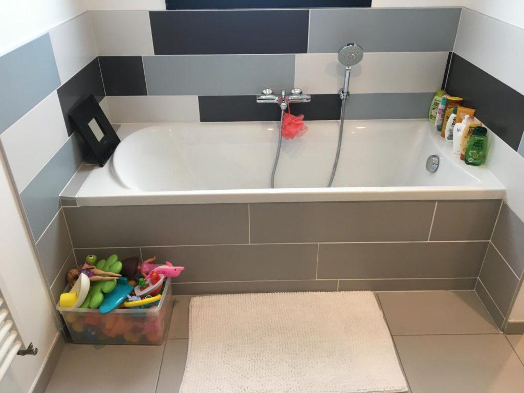 Aide Pour Sortir De La Baignoire salle de bain enfant : nos 13 conseils pour petits et grands
