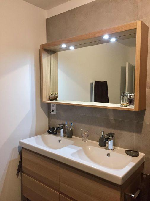 Double vasque miroir moderne bois et spots