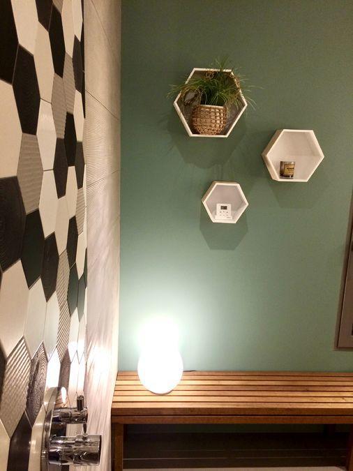 salle de bain moderne graphique formes géométriques