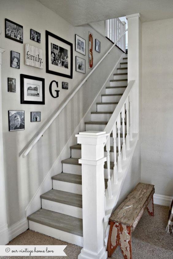 idée deco murs de cadres escalier