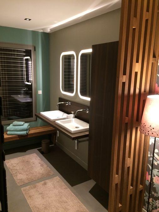 Salle de bain moderne retro