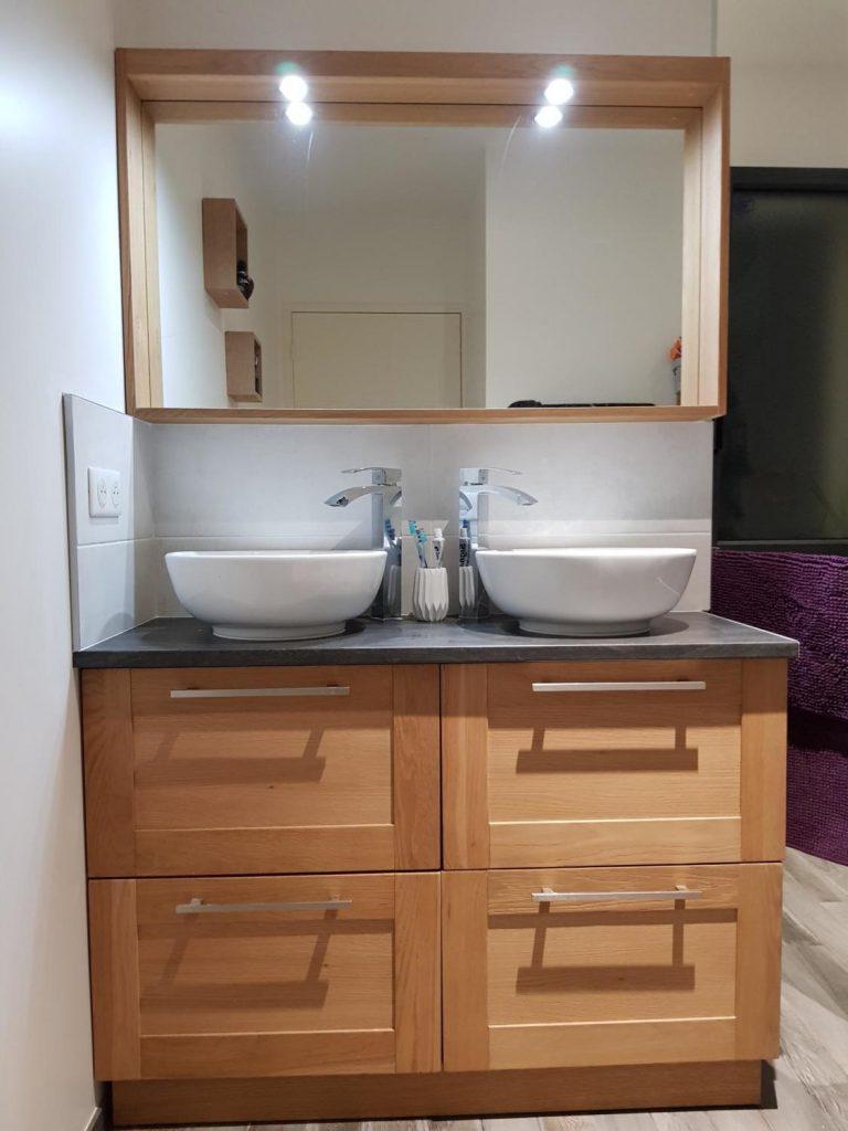 salle-de-bain-double-vasque-miroir-encadrement