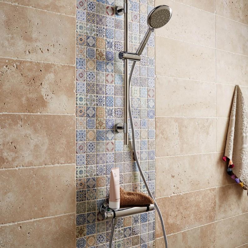 mosaique-mur-renaissance-decore-multicolore