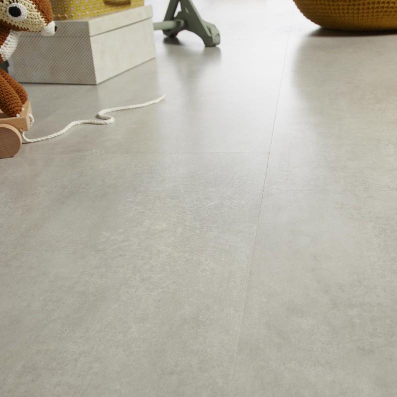 sol-stratifie-effet-beton-gris-clair