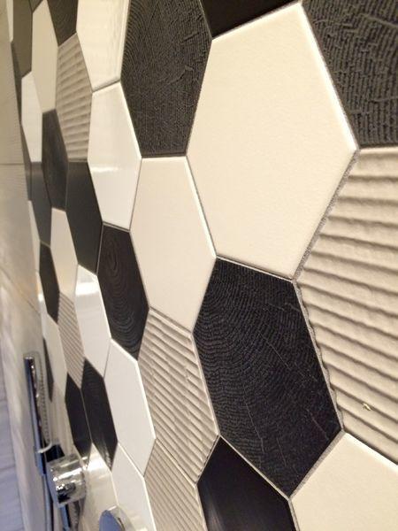 douche-italienne-carrelage-hexagonal-noir-gris-blanc