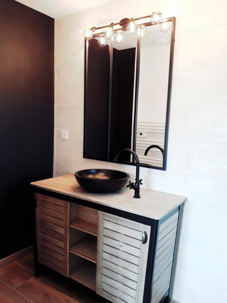 Salle de bain noire et blanche : 15 idées pour vous inspirer ...