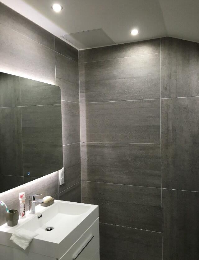 meuble-vasque-blanc-et-carrelage-gris