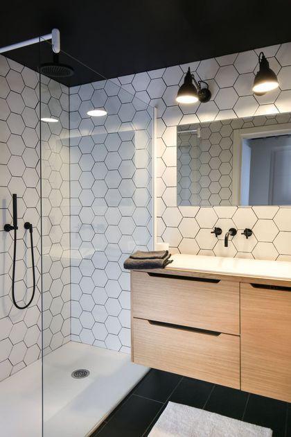 salle-de-bain-plafond-sombre