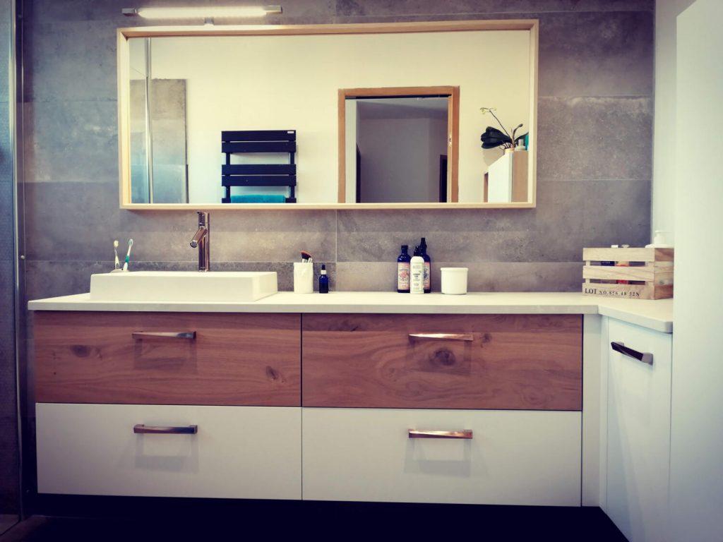 meuble-de-salle-de-bain-bois-et-blanc