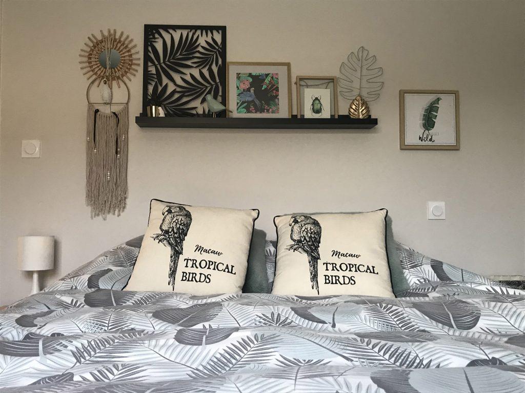 Chambre-parentale-décoration-plantes-tons-clairs