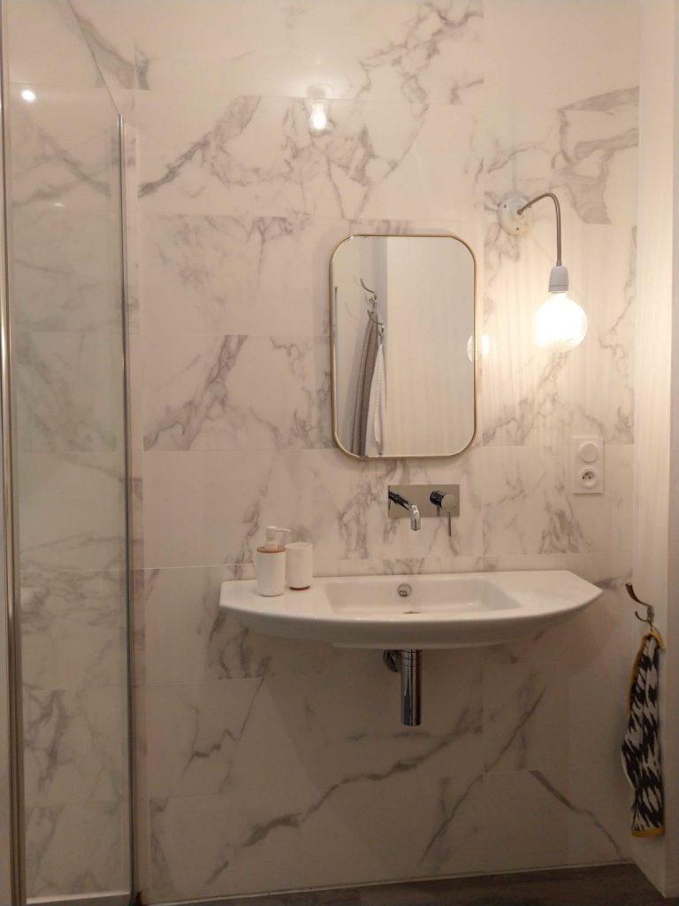 applique-eclairage-deco-sdb-marbre