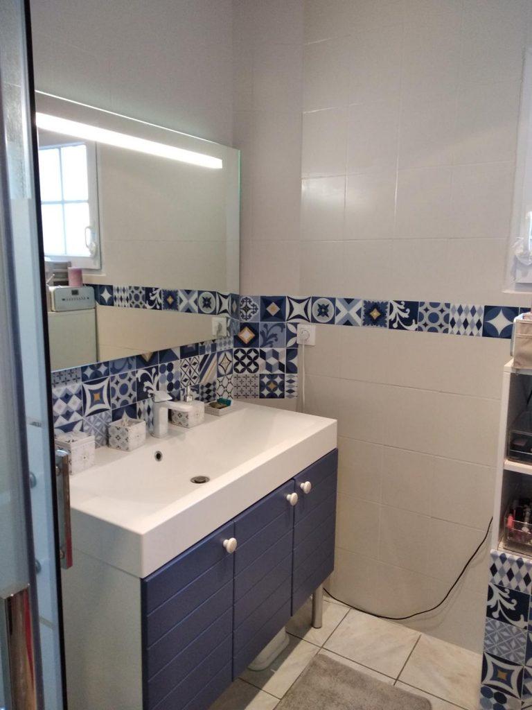 Peindre sa salle de bain : nos 15 étapes clés avant de se lancer
