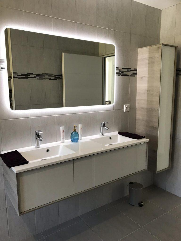 Éclairage de salle de bain : nos conseils pour une lumière