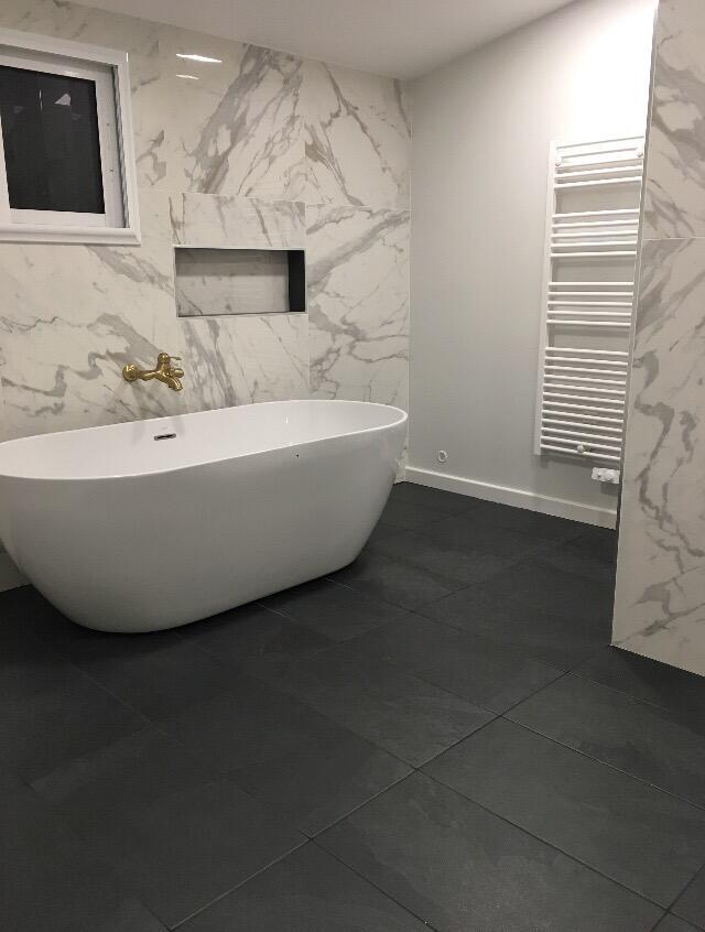 sdb-deco-marbre-blanc-classique