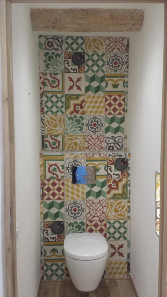 toilettes-carreaux-de-ciment-chic-mediteraneen