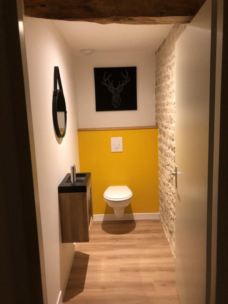 toilettes-modernes-suspendu-jaune
