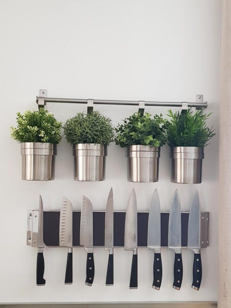 pot-decoration-plantes-aromatiques-rangement-ustensiles