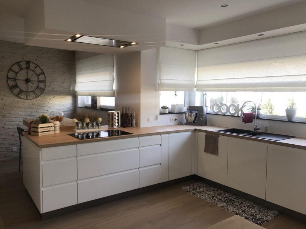 cuisine en L moderne blanche et bois