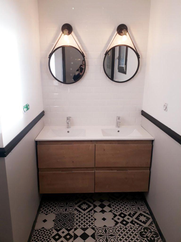 Salle D Eau Blanche Et Bois le bois dans la salle de bain : 30 idées pour vous inspirer