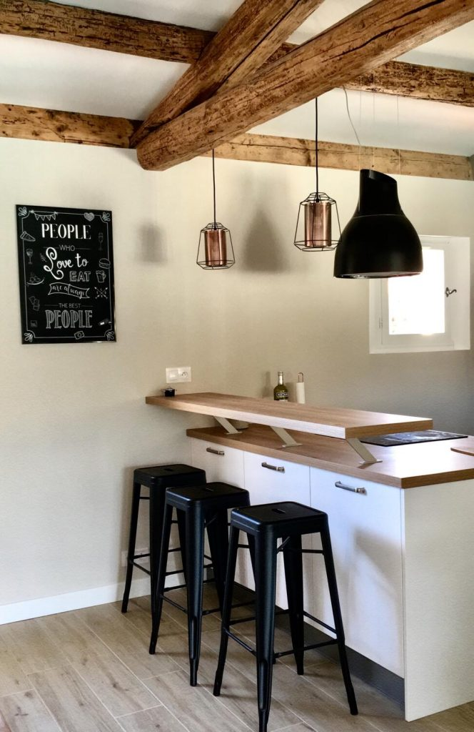 Comptoir cuisine blanc et bois style rustique