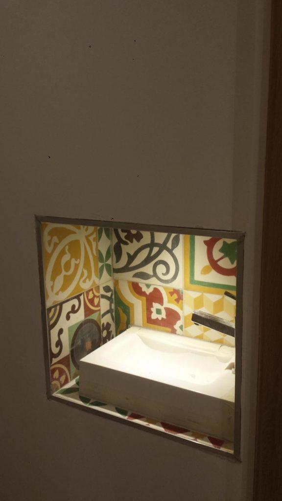 niche-wc-carrelage-carreaux-de-ciment