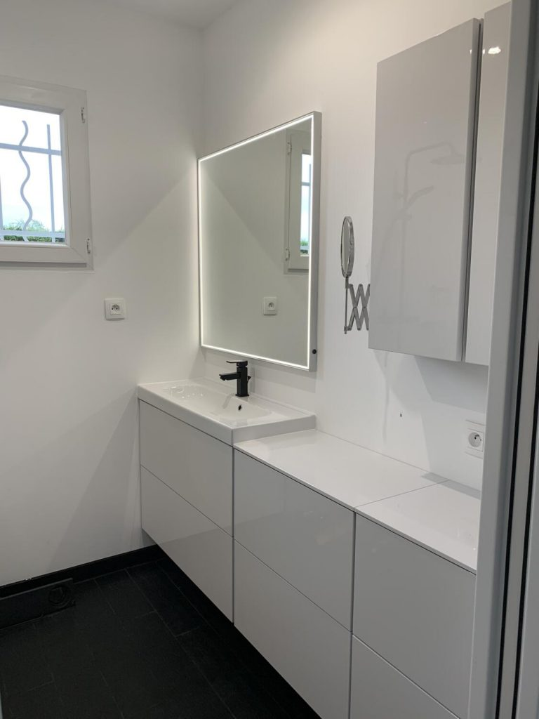 salle-de-bain-blanche-laquee