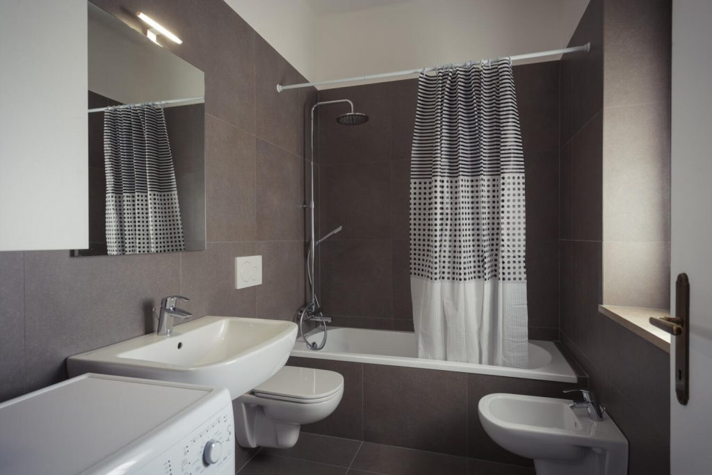 taupe-salle-de-bain-classique