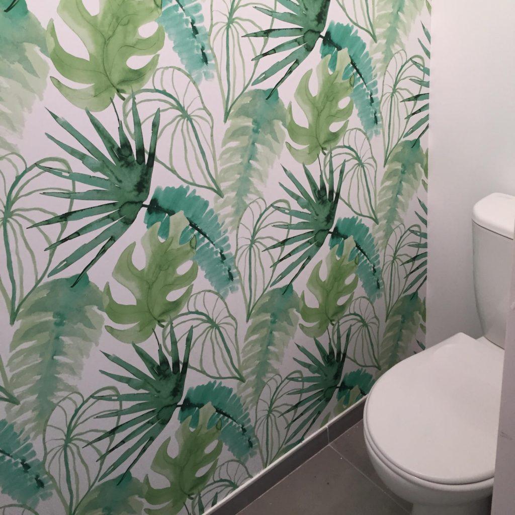 toilettes-jungle-papier-peint-accessoires