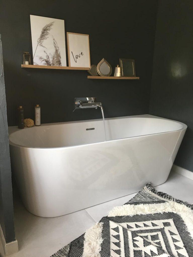 sdb-gris-foncé-baignoire-ilot