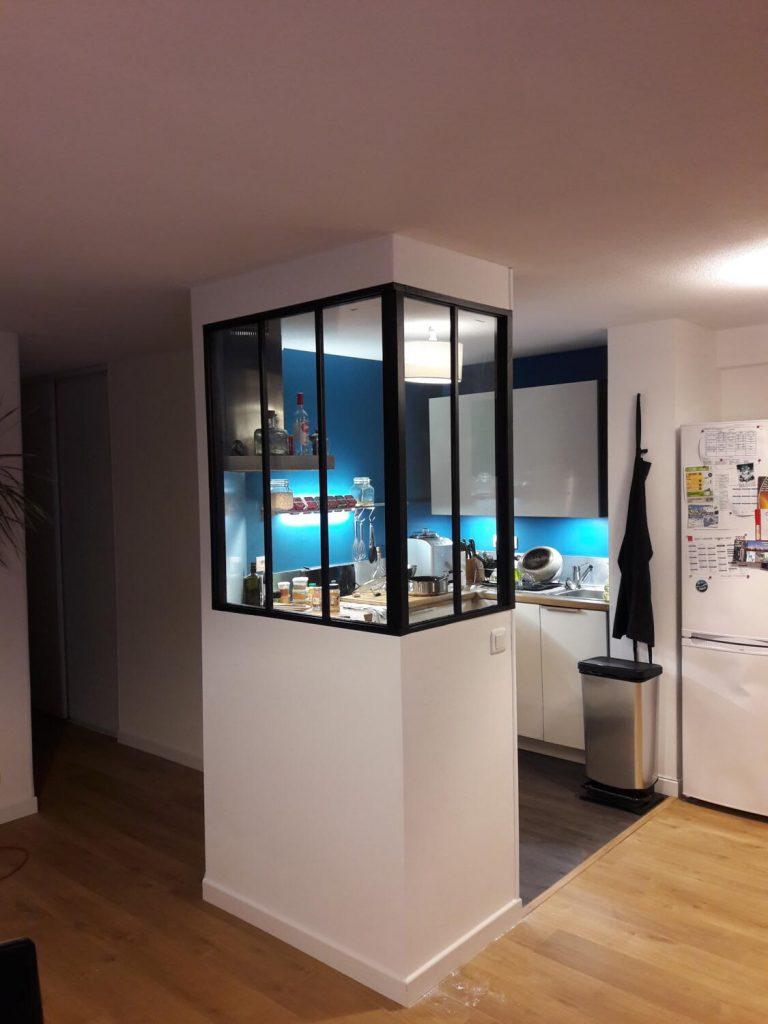 verrière petite cuisine bleue