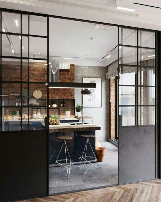 Photo verrière industrielle avec portes coulissantes