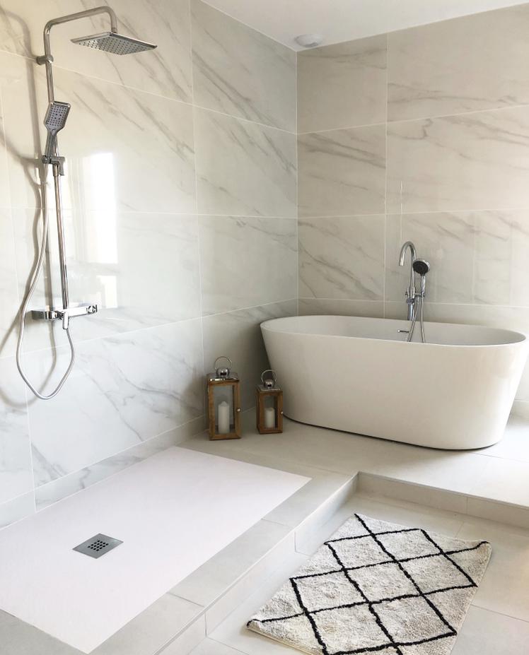 salle-de-bain-baignoire-ilot-marbre