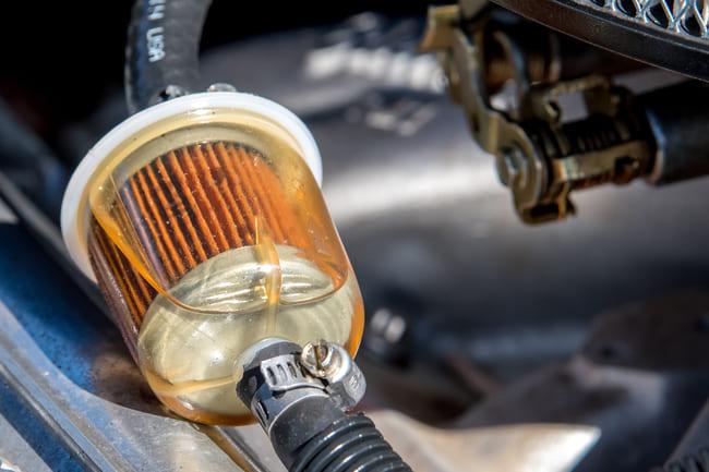 Dónde se ubica el filtro gasolina coche