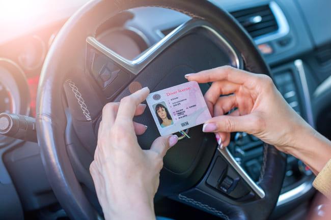 Requisitos para conducir un coche sin carnet