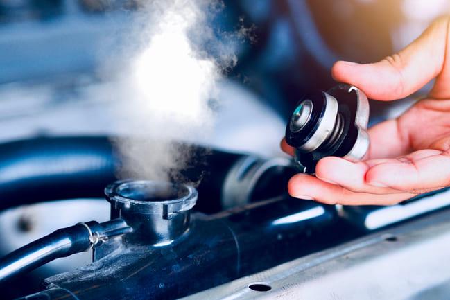 Verifique o nível do líquido de refrigeração com frequência