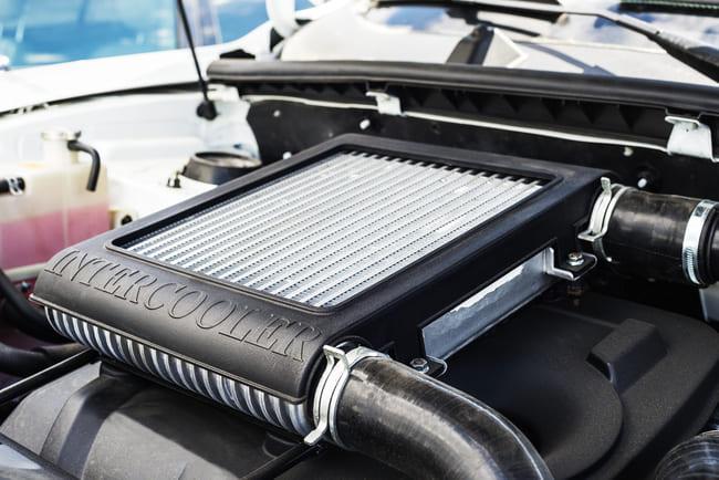 Quelle est la position de l'intercooler dans le moteur : sur le dessus