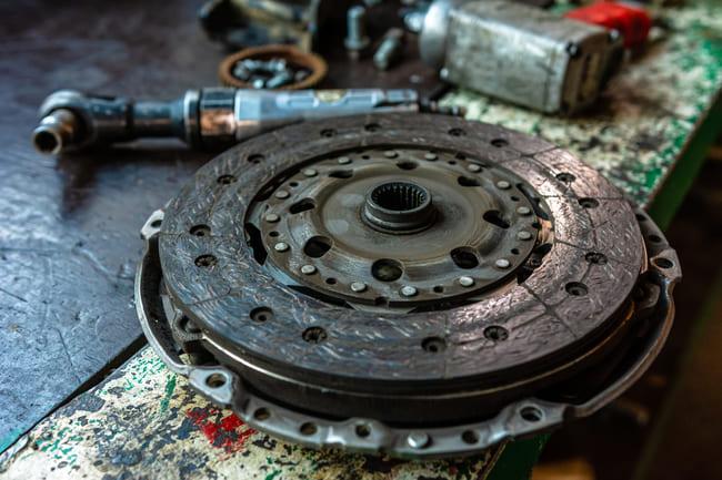 Symptoms of a faulty flywheel