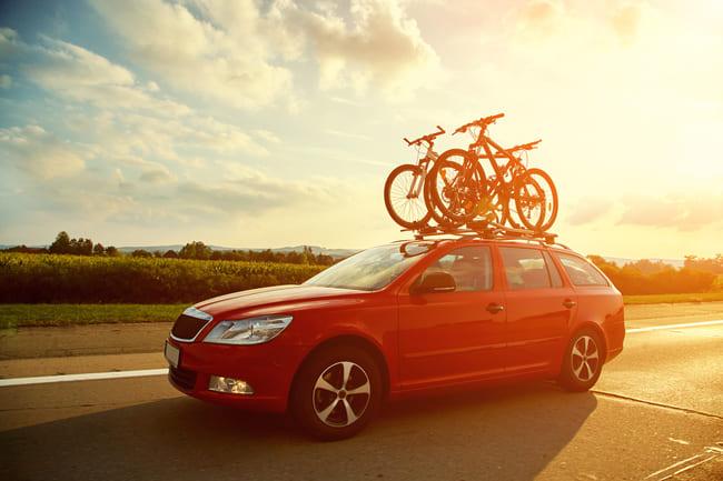 Przewóz roweru w samochodzie: na dachu