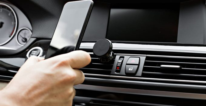 Handyhalterungen fürs Auto – welche gibt es und was sind die Vorteile