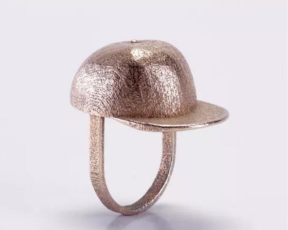 La bague casquette de Jean-Louis Casquette