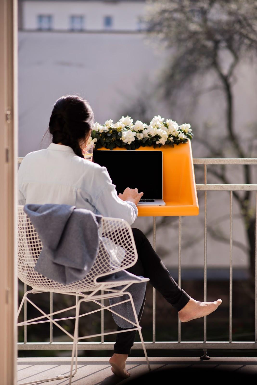 envie d 39 ailleurs essayez le bureau mobile bureaux partager le blog. Black Bedroom Furniture Sets. Home Design Ideas