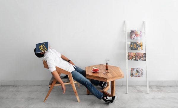 Les entreprises encore réticentes à promouvoir la sieste au bureau