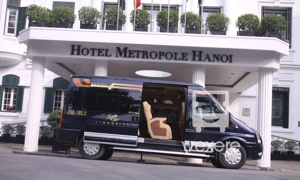 Xe limousine Sapa đi Hà Nội: Luxury Van