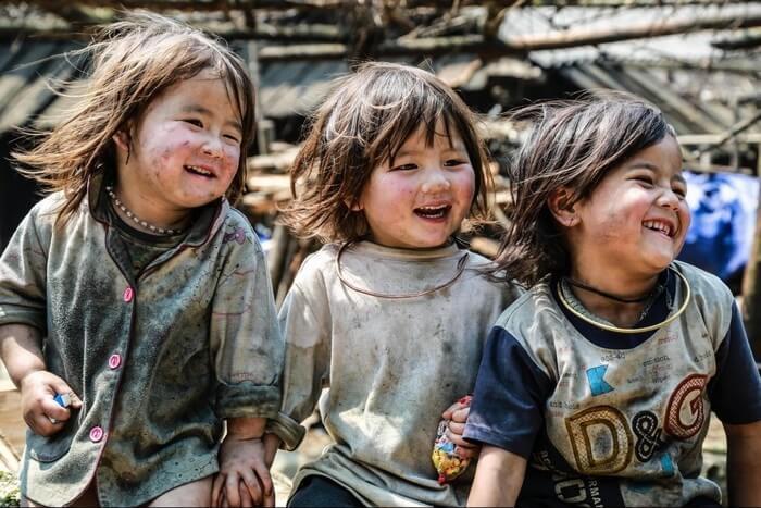 Bản Tả Van là nơi sinh sống của người dân tộc Mông và người Dao Đỏ, người Giáy.